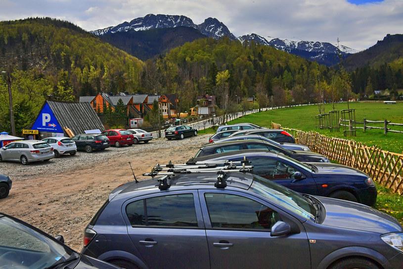 Parking nieopodal szlaku nad Morskie Oko /Pawel Murzyn/East News /East News