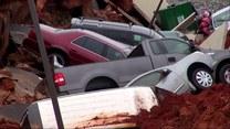Parking wchłonął samochody