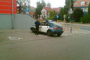 Parkowanie według policjantki. Blondynki