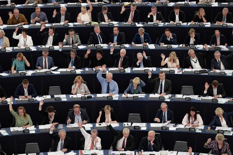 Parlament Europejski przeprowadzi w środę po południu debatę o sytuacji kobiet w Polsce /AFP