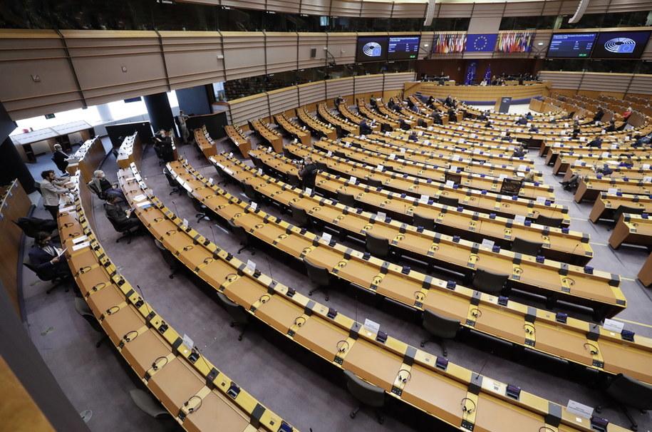 """Parlament Europejski w rezolucji """"zdecydowanie potępił"""" orzeczenie polskiego Trybunału Konstytucyjnego ws. przepisów aborcyjnych, oceniając je jako """"zagrażające zdrowiu i życiu kobiet"""" /OLIVIER HOSLET /PAP/EPA"""