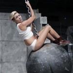 "Parodia ""Wrecking Ball"" Miley Cyrus (wideo)"