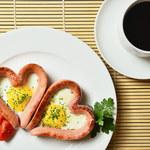 Parówki z jajkiem w kształcie serca