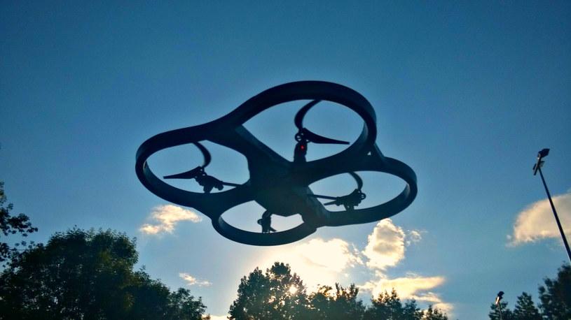 Parrot AR.Drone 2.0 - zabawka o jakiej marzą duzi chłopcy /INTERIA.PL
