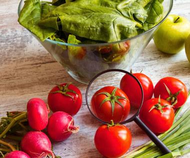 """""""Parszywa dwunastka"""": Owoce i warzywa, które kumulują najwięcej pestycydów"""