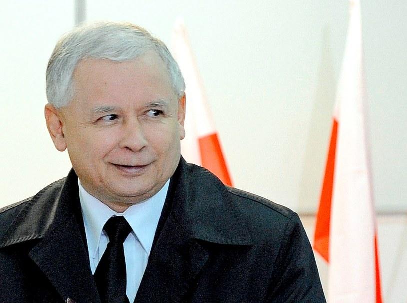 Partia Jarosława Kaczyńskiego ciągle prowadzi /AFP