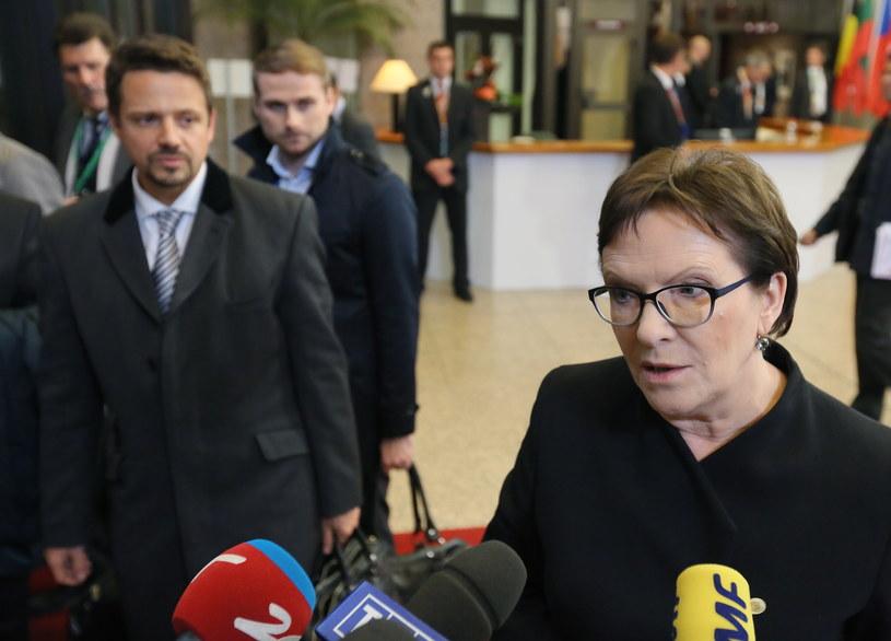 Partia premier Kopacz zmniejsza sondażowy dystans do PiS /Radek Pietruszka /PAP