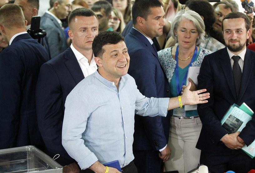 Partia prezydenta Ukrainy Wołodymyra Zełenskiego Sługa Narodu zwyciężyła w niedzielnych przedterminowych wyborach parlamentarnych na Ukrainie /STEPAN FRANKO /PAP/EPA