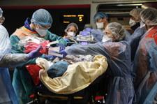 Paryż: Dramatyczna sytuacja w szpitalach. Ewakuacja pacjentów