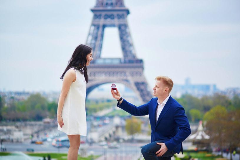 Paryż nie jest wcale najpopularniejszym miejscem wśród zaręczających się par /123RF/PICSEL