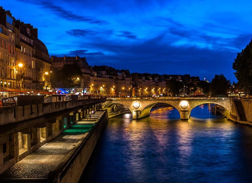 Paryż nocą /123RF/PICSEL