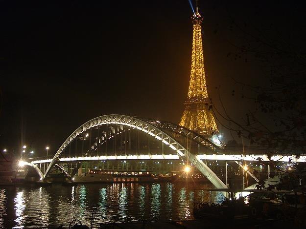 Paryż nocą /© Bauer