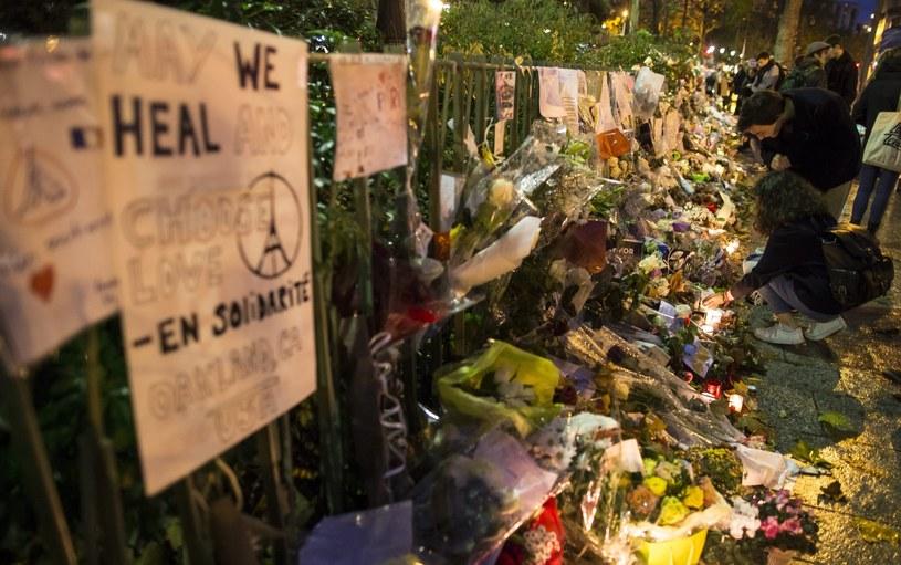 Paryż po zamachach /IAN LANGSDON /PAP/EPA