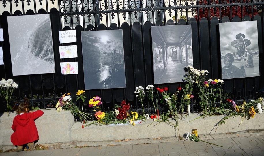 Paryż pogrążony w żałobie /VASSIL DONEV /PAP/EPA