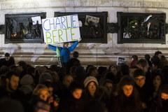 """Paryż w hołdzie ofiarom ataku na """"Charlie Hebdo"""""""