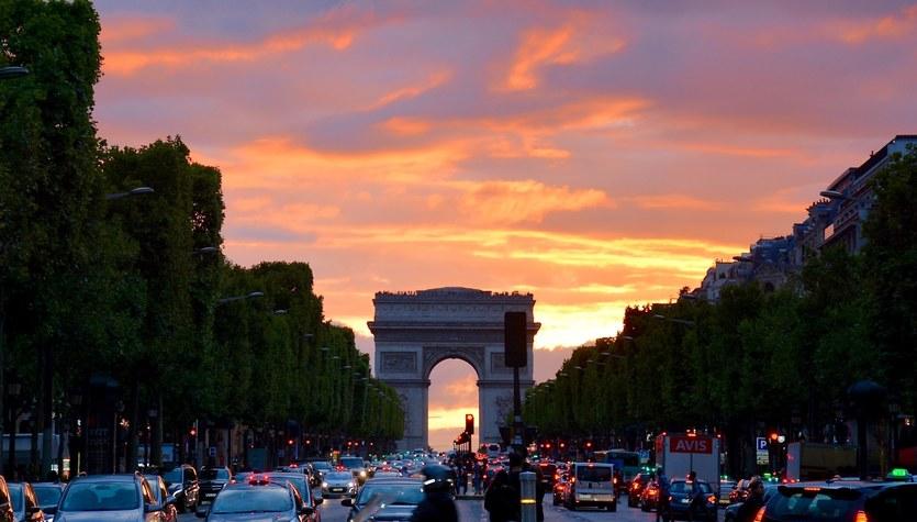 Paryż: Władze miasta chcą radykalnie ograniczyć ruch samochodowy w centrum