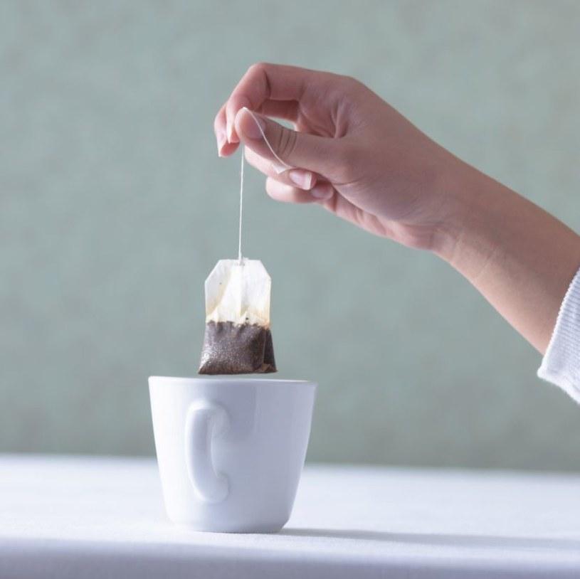 Parzenie herbaty /© Photogenica