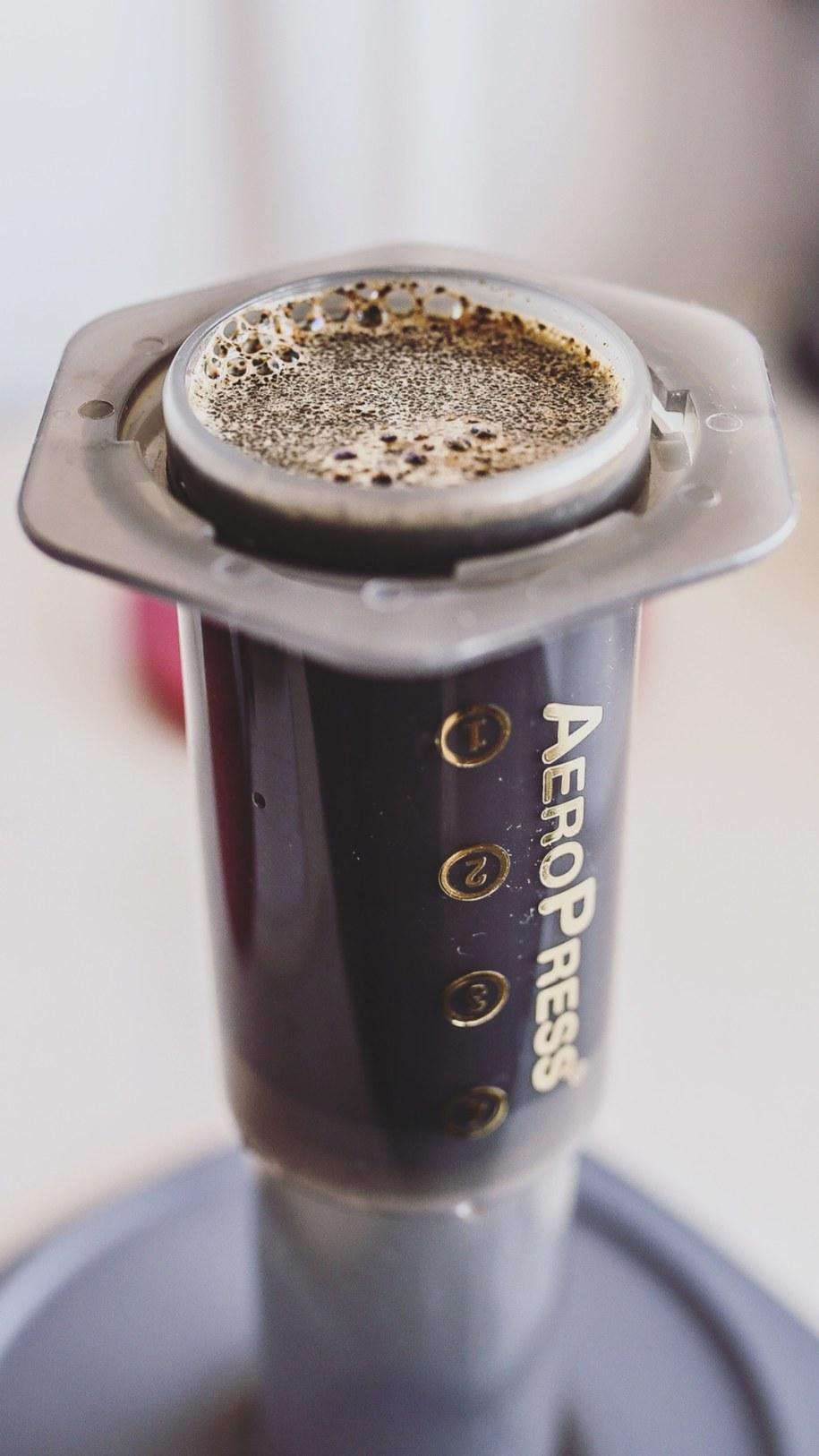 Parzenie kawy metodą AeroPress /Materiały prasowe