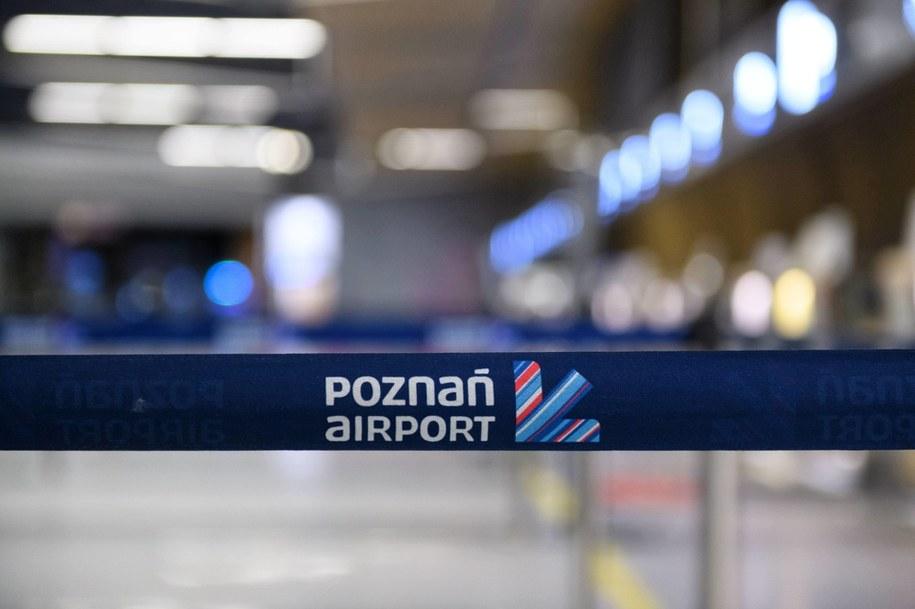 Pasażer lotu z Poznania do Holandii zakażony koronawirusem /Jakub Kaczmarczyk /PAP