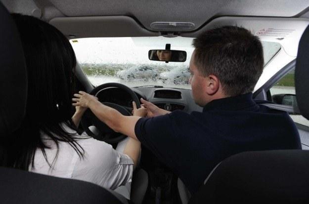 Pasażer może przeszkadzać kierowcy /