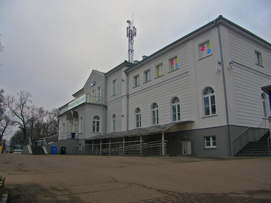 Pasażerowie marzną, bo dworzec w Gryfinie zamykany jest na dwie godziny przed odjazdem ostatniego pociągu /Aneta Łuczkowska /RMF FM