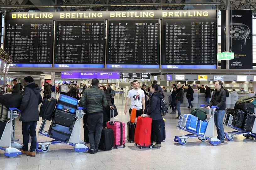 Pasażerowie utknęli na lotnisku we Frankfurcie nad Menem /PAP/EPA