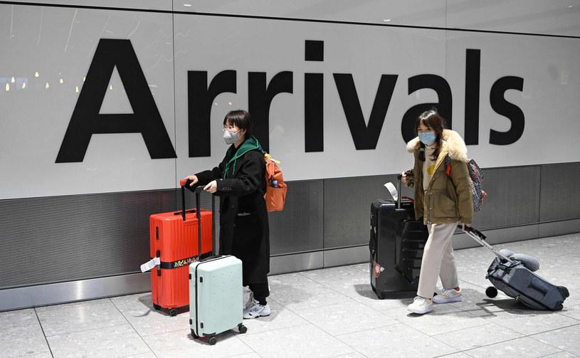 Pasażerowie z Chin na europejskim lotnisku, zdjęcie ilustracyjne /DANIEL LEAL-OLIVAS/AFP/East News /East News