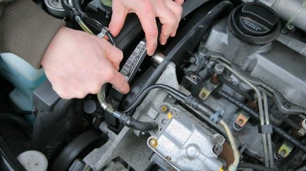 Pasek rozrządu i jego rolki wymienia się co określony czas lub przy pewnym przebiegu. /Motor
