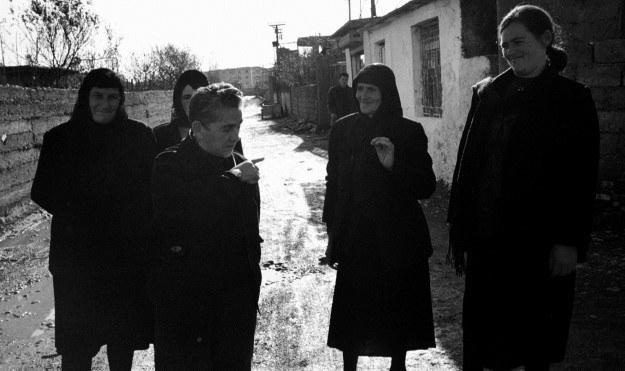 Pashke Ograja wśród kobiet (Szkodra, 2002 r.) /Agencja FORUM