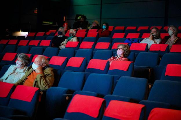 Pasjonaci kina i teatru wreszcie mogą wrócić do swoich ulubionych miejsc! /Ben Birchall    /PAP