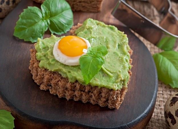 Pasta z awokado w duecie z jajkiem /123RF/PICSEL