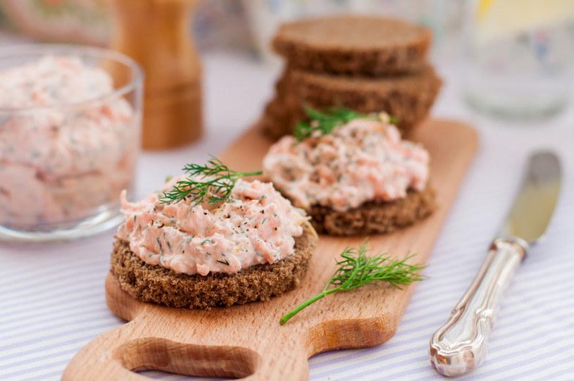 Pasta z łososia ma aksamitny smak /123RF/PICSEL