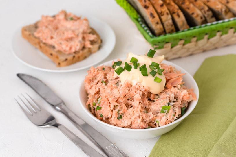 Pasta z łososia to świetny pomsył na przekąskę /123RF/PICSEL