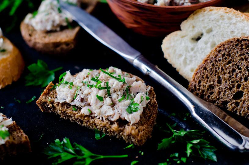Pasta z makreli? Oczywiście, ale nie zapomnij o zielonych dodatkach! /123RF/PICSEL