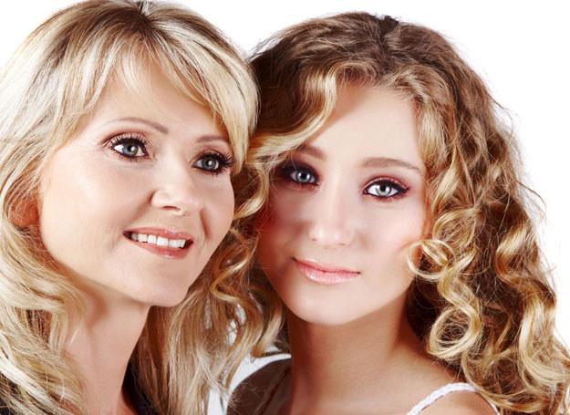 Pastelowy makijaż dla starszej kobiety, kolorowy dla młodszej /123RF/PICSEL