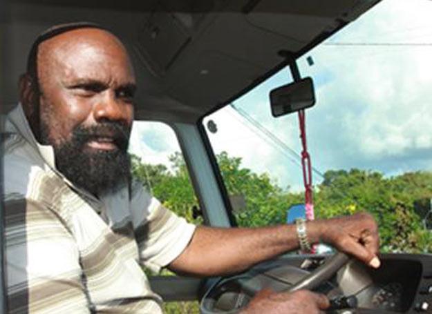 Pastor Kern Mollineau opuszcza nawiedzoną szkołę /MWMedia