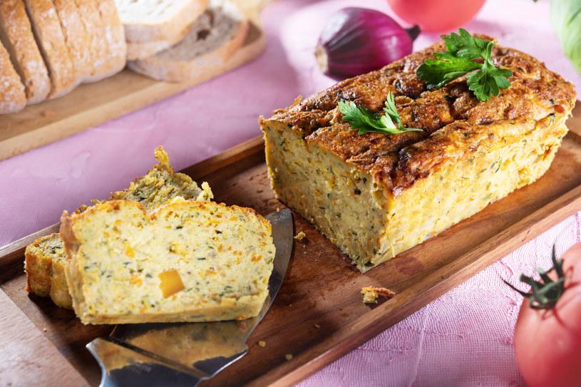 Pasztet warzywny to zdrowsza, a równie smaczna wersja tradycyjnego, mięsnego przysmaku /123RF/PICSEL