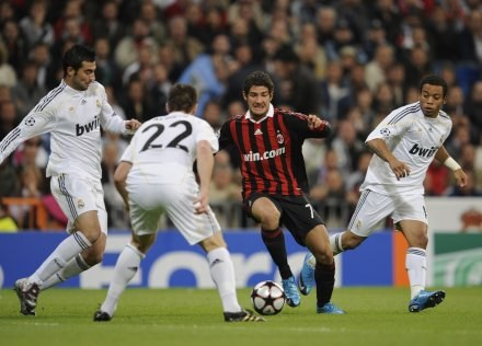 Pato strzelił dwa gole na Santiago Bernabeu /AFP