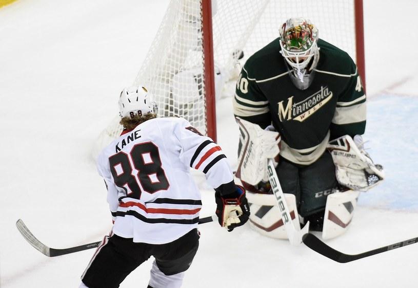 Patrick Kane w ataku na bramkę Minnesota Wild /AFP