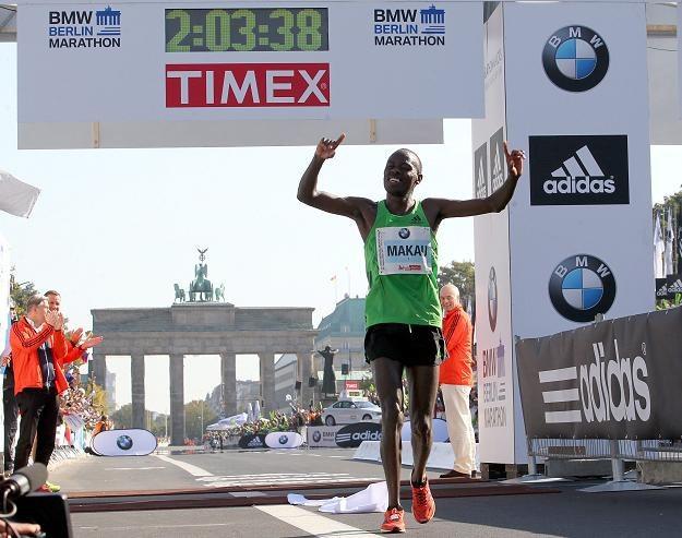 Patrick Makau (na zdjęciu) uzyskał najlepszy czas w historii maratonu /PAP