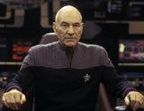 Patrick Stewart jako kapitan Jean-Luc Picard /