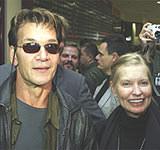 Patrick Swayze i jego żona Lisa w Warszawie /AFP