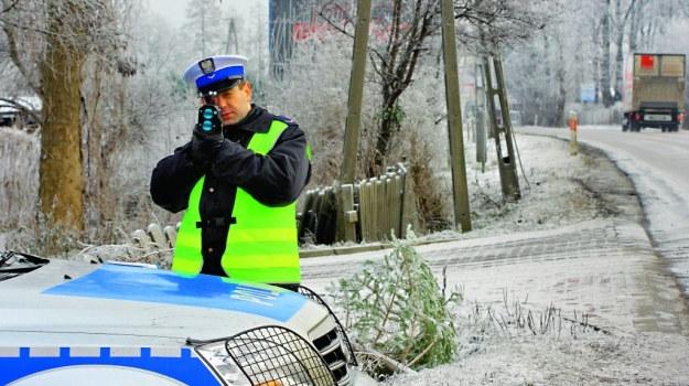 Patrol kontrolujący prędkość nie może powodować zagrożenia w ruchu. /Motor