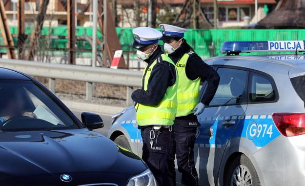 Patrol policji drogowej kontrolujący samochody na zakopiance / Grzegorz Momot    /PAP