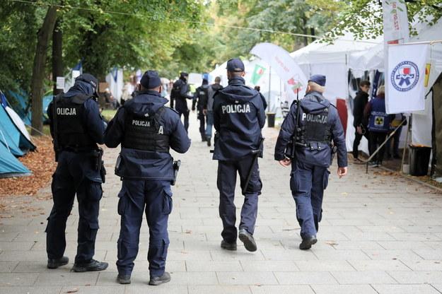 Patrol policji na terenie Białego Miasteczka / Paweł Supernak   /PAP