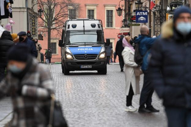Patrol policji w centrum Warszawy /Piotr Nowak /PAP