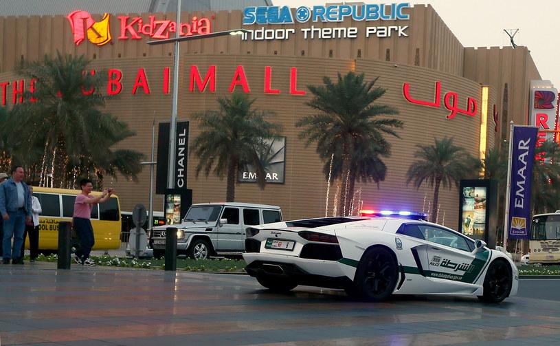 Patrol policji w Dubaju /AFP