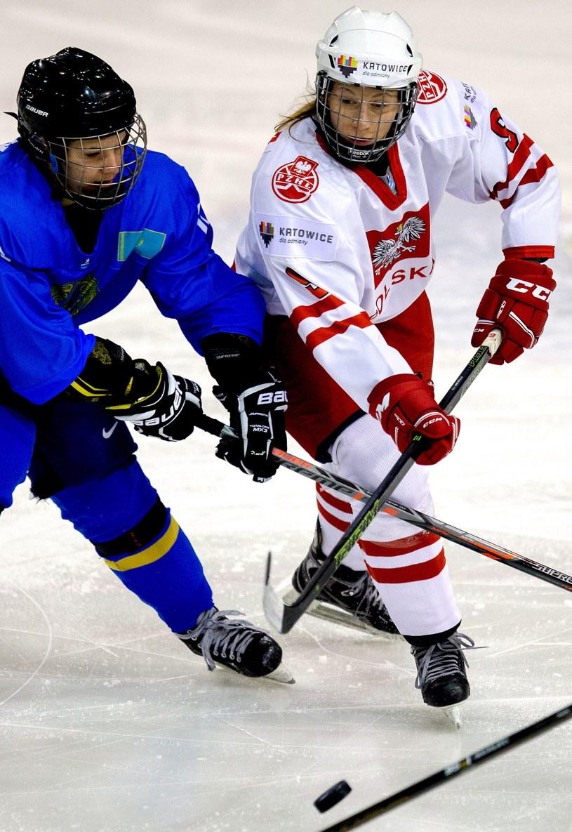 Patrycja Sfora (z prawej) w meczu z Kazachstanem /Fot. Andrzej Grygiel /PAP