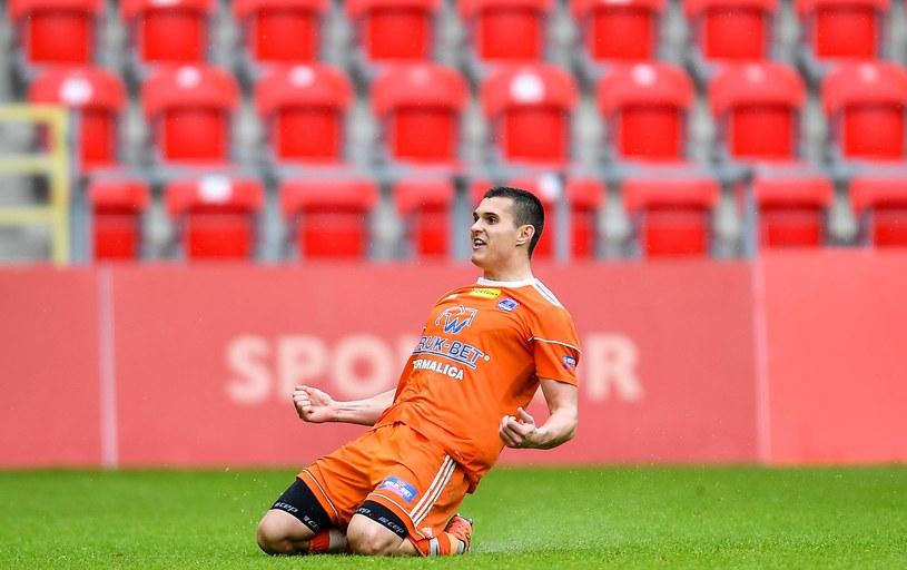Patryk Czarnowski cieszy się z gola dla Bruk-Bet Termaliki /Łukasz Sobala /Newspix