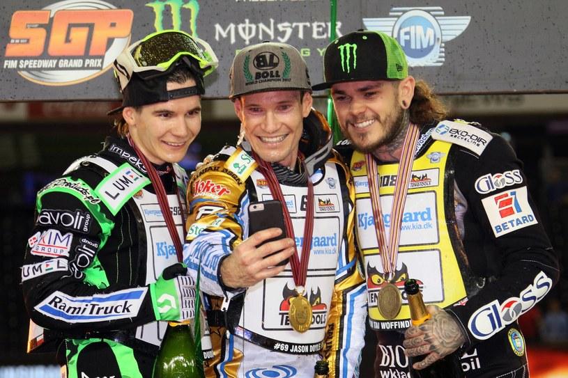 Patryk Dudek (pierwszy z lewej) na podium MŚ z Jasonem Doylem i Tai Woffindenem /Fot. Jarosław Pabijan /Newspix